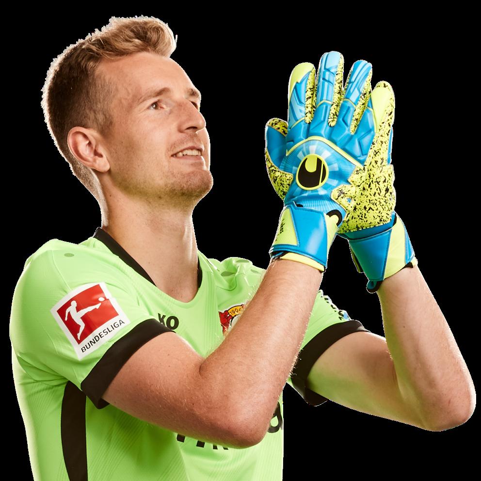 Jubelpose des Spielers Lukas Hradecky.