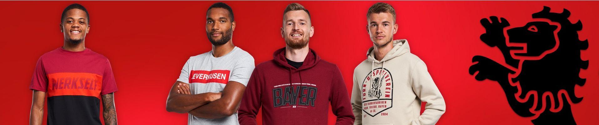 Zu sehen ist Leon Bailey, im T-Shirt Stripe, Jonathan Tah, im T-Shirt Leverkusen, Lukas Hradecky, im Hoody Bayer 04 & Co und Daley Sinkgraven, im Hoody Turn- und Spielverein