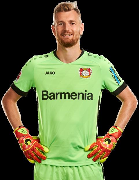 Lukas Hradecky in seinem Torwart-Trikot der Saison 2020/21